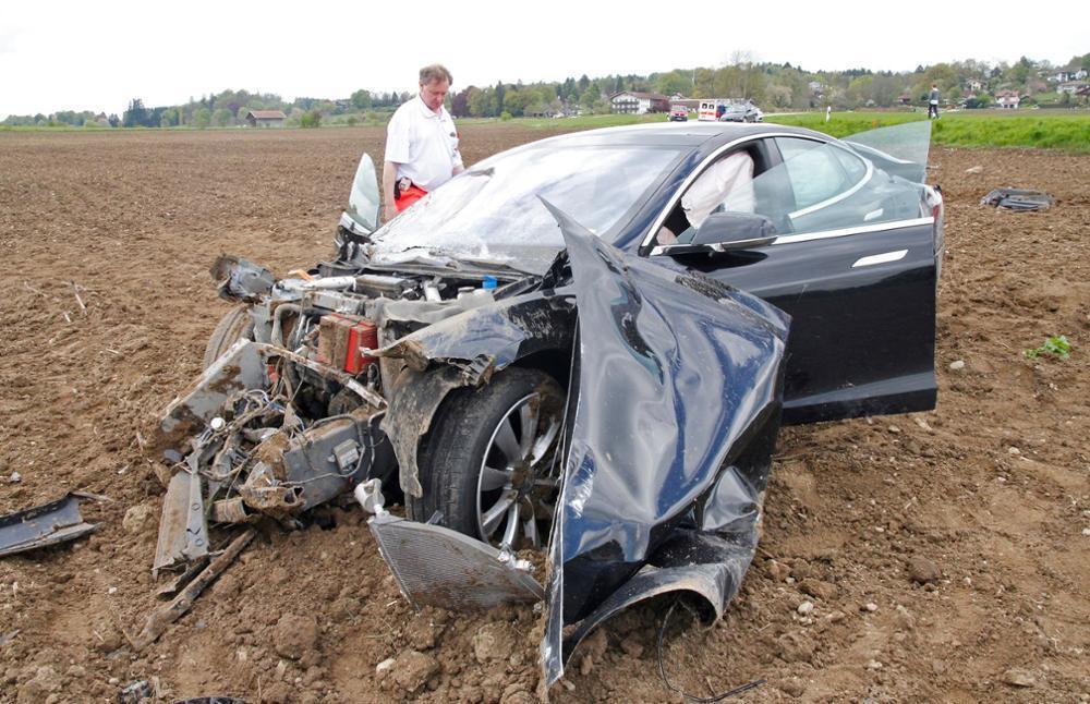 Tesla Test Crash - Model S